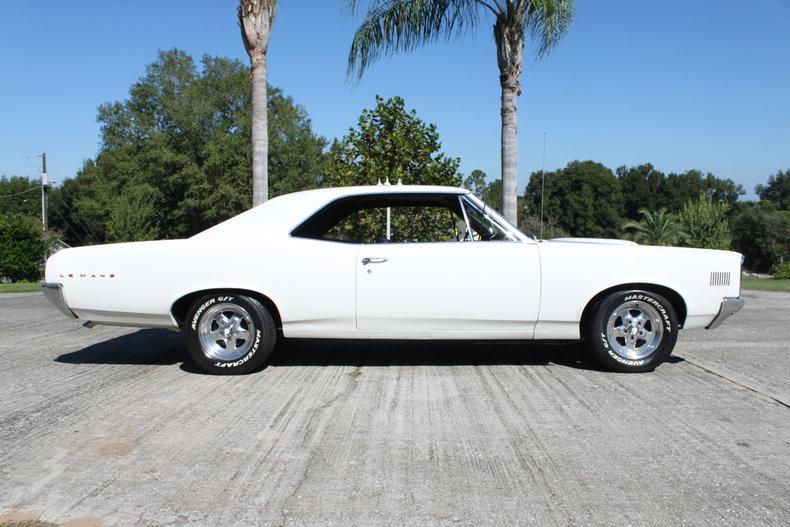 27002on 1967 Pontiac Gto