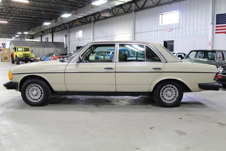 1982 mercedes benz 240d post mcg social for Mercedes benz 240 d