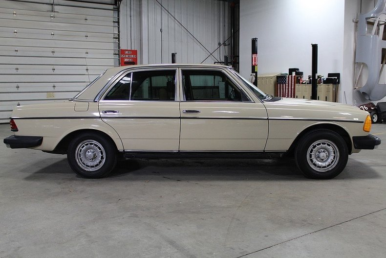1982 Mercedes Benz 240d Post Mcg Social