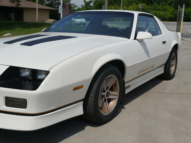 1986 chevrolet camaro iroc z28 post mcg social. Black Bedroom Furniture Sets. Home Design Ideas
