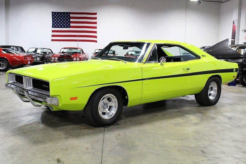 curious yellow limelight 1969 dodge charger for sale mcg. Black Bedroom Furniture Sets. Home Design Ideas
